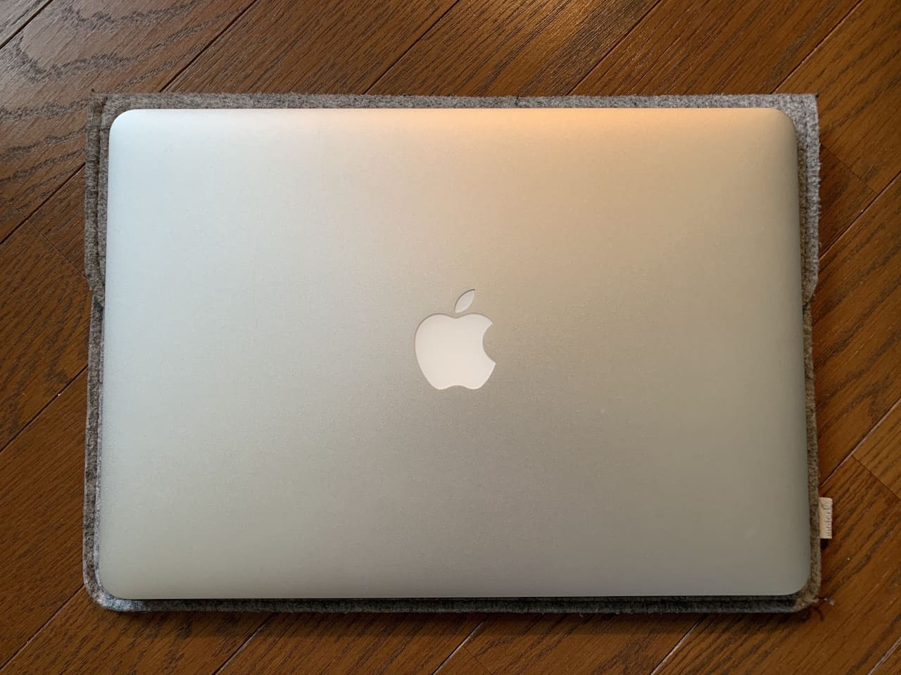 InateckのMacBookAir/Pro用ケースのサイズ感①