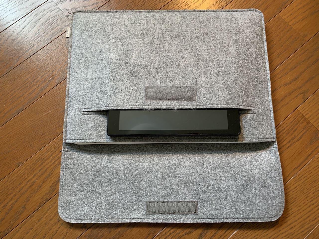 InateckのMacBookAir/Pro用ケースのポケットサイズ①