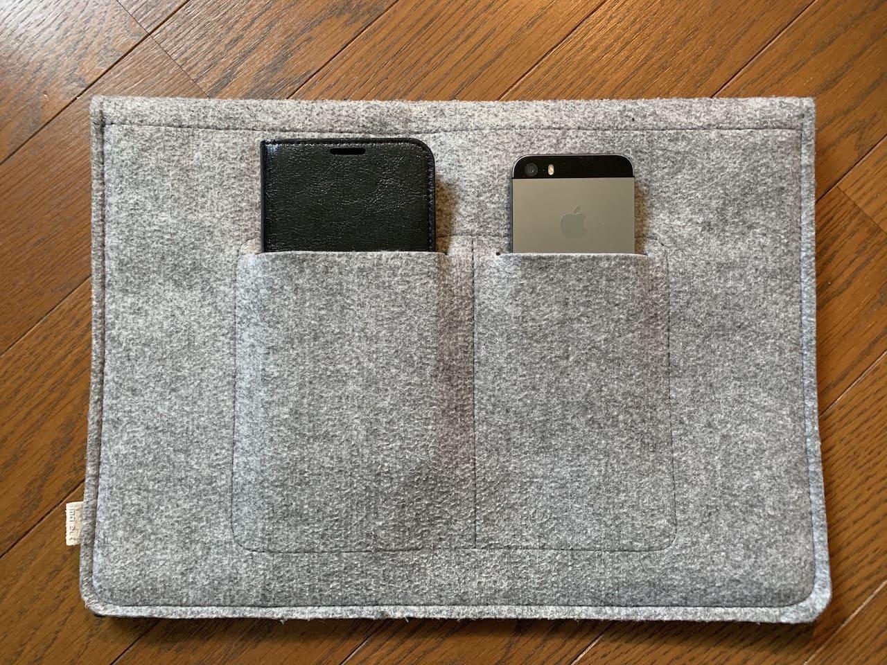 InateckのMacBookAir/Pro用ケース裏面のポケットサイズ①